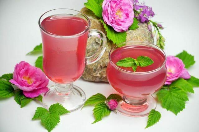 Разлейте смесь в отдельные бокалы или слегка подмасленные формочки