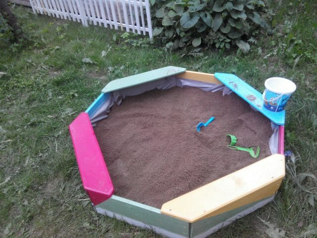 Детская площадка своими руками: как делается площадка для игр?