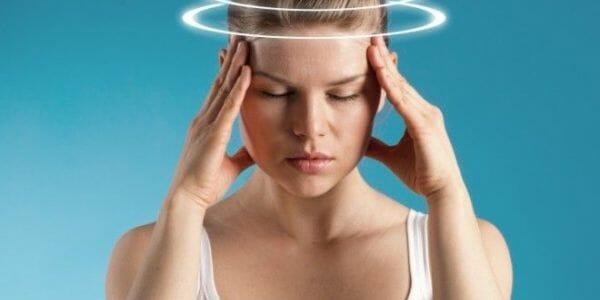 Уменьшает частоту и ослабляет симптомы мигрени