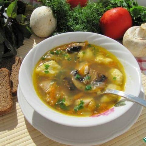 Опустите шарики в суп и варите  при тихом кипении