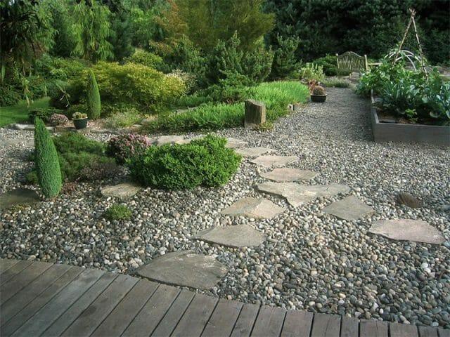 К южному внутреннему дворику можно добавить восточный, а рядом с садовым домиком обустроить тенистое место