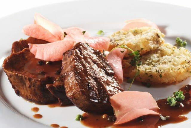Свинина в соусе из красного вина